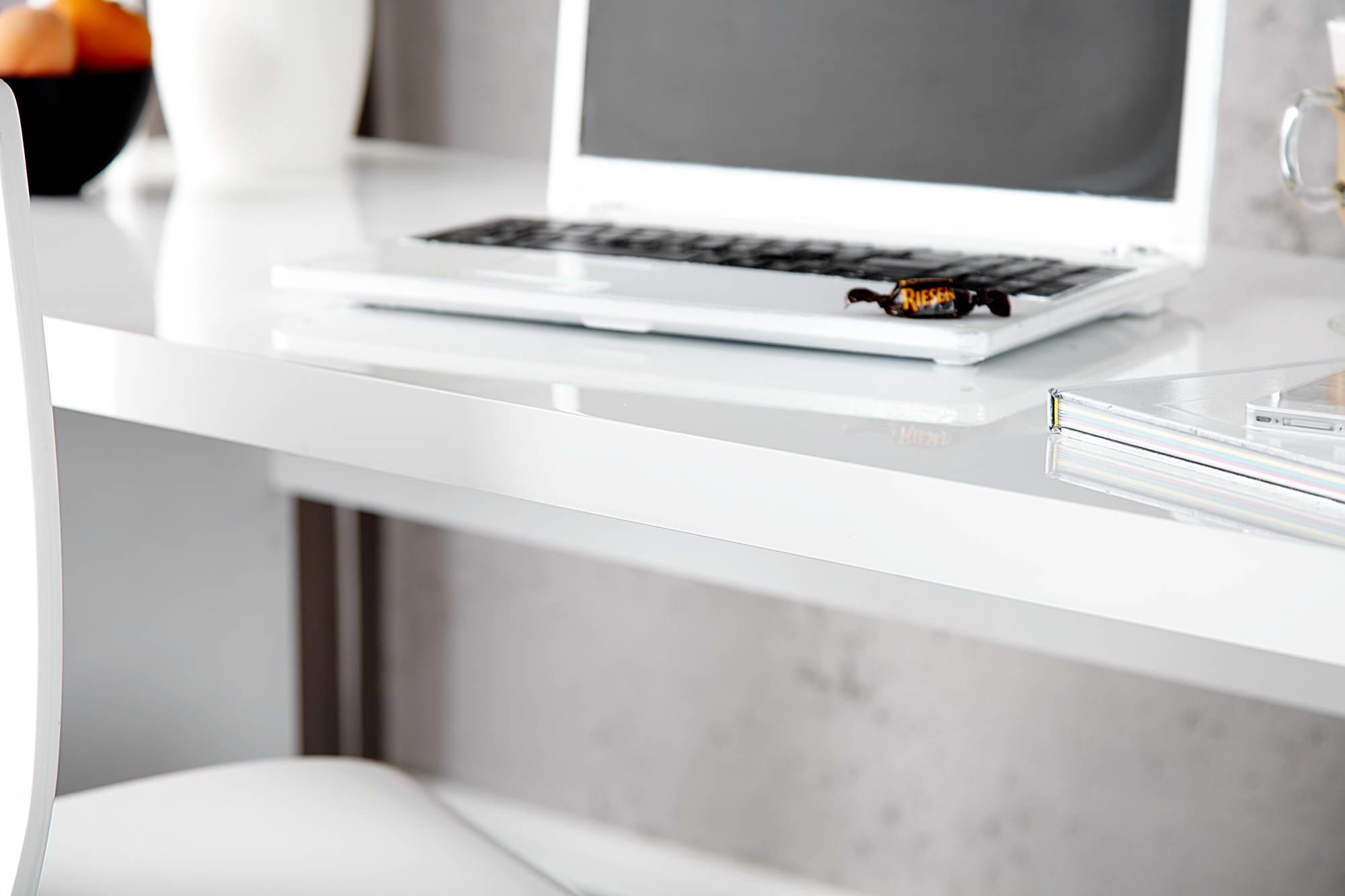 Kancelářský stůl Barter 140cm bílý vysoký lesk - otevřené balení