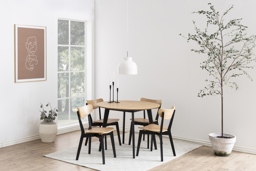 Kulatý jídelní stůl Nieves 105 cm dub